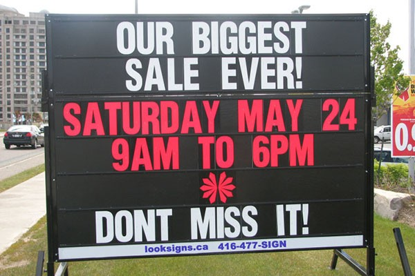 Boulevard signs, street signs, portable and mobile signs in